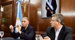 UN COMUNICADO OFICIAL CALCADO DE FOLLETOS DE MONSANTO