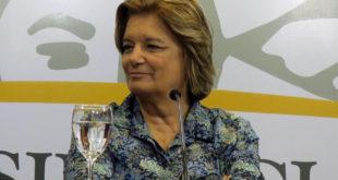"""MON05. MONTEVIDEO (URUGUAY) 22/03/2017.- La ministra de Vivienda, Ordenamiento Territorial y Medio Ambiente (MVOTMA), Eneida de León, participa hoy, miércoles 22 de marzo de 2017, en un acto de celebración del Día Mundial del Agua en Montevideo. El Gobierno uruguayo presentó hoy su primer Plan Nacional de Aguas, una política de Estado destinada a conducir el estudio """"más profundo"""" sobre la situación de este recurso natural en el país, en el marco de la celebración del Día Mundial del Agua, informaron hoy fuentes oficiales. EFE/Alejandro Prieto"""